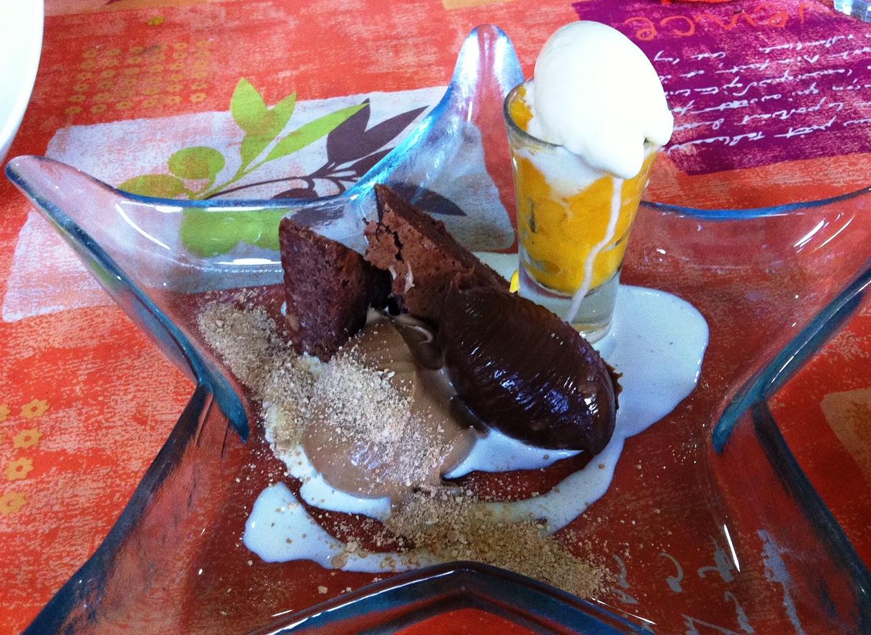 La Matandeta en Alfafar Helados de chocolate y caramelo con brownie y sorbete de mandarina