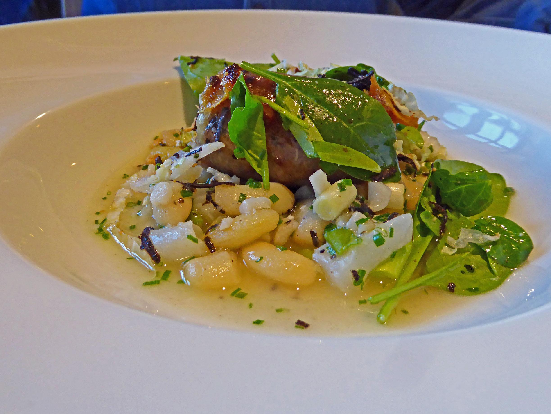 Restaurante Els Casals Alubias guisadas con espinacas, butifarra del perol, col, tripa de bacalao y trufa melanosporum