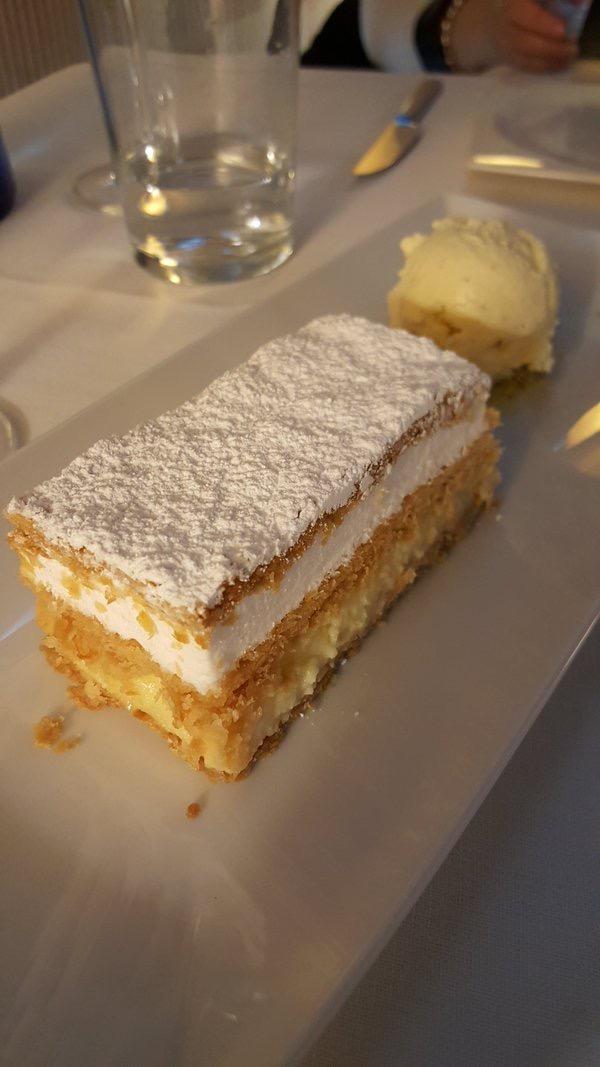 Restaurante La Manduca de Azagra Milhojas con crema y merengue
