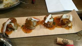 Rabitos de cerdo con anguila y queso ahumado