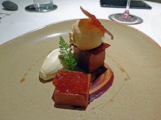 Chocolate con regaliz y helado de eucaliptos
