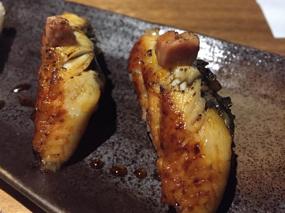 Restaurante Nozomi Sushi Bar Nigiri de anguila braseada con foie