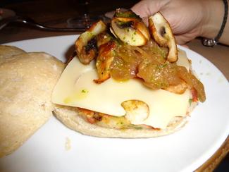 Hamburguesa vegetariana y, por supuesto, extra de queso