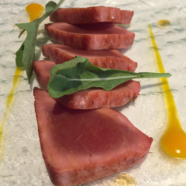 Restaurante Submarino Oceanogràfic Tataki de atún a la brasa con mango y salsa kabayashi