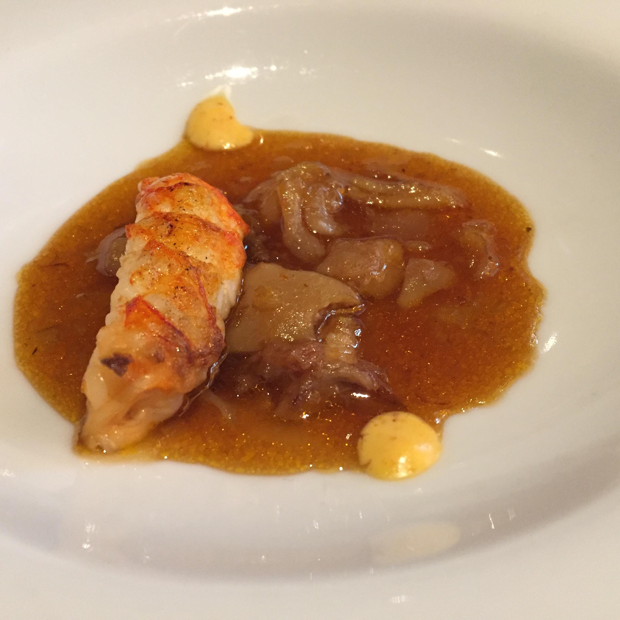 Restaurante en Valencia Guiso tradicional de manitas de cerdo, cigalita de playa