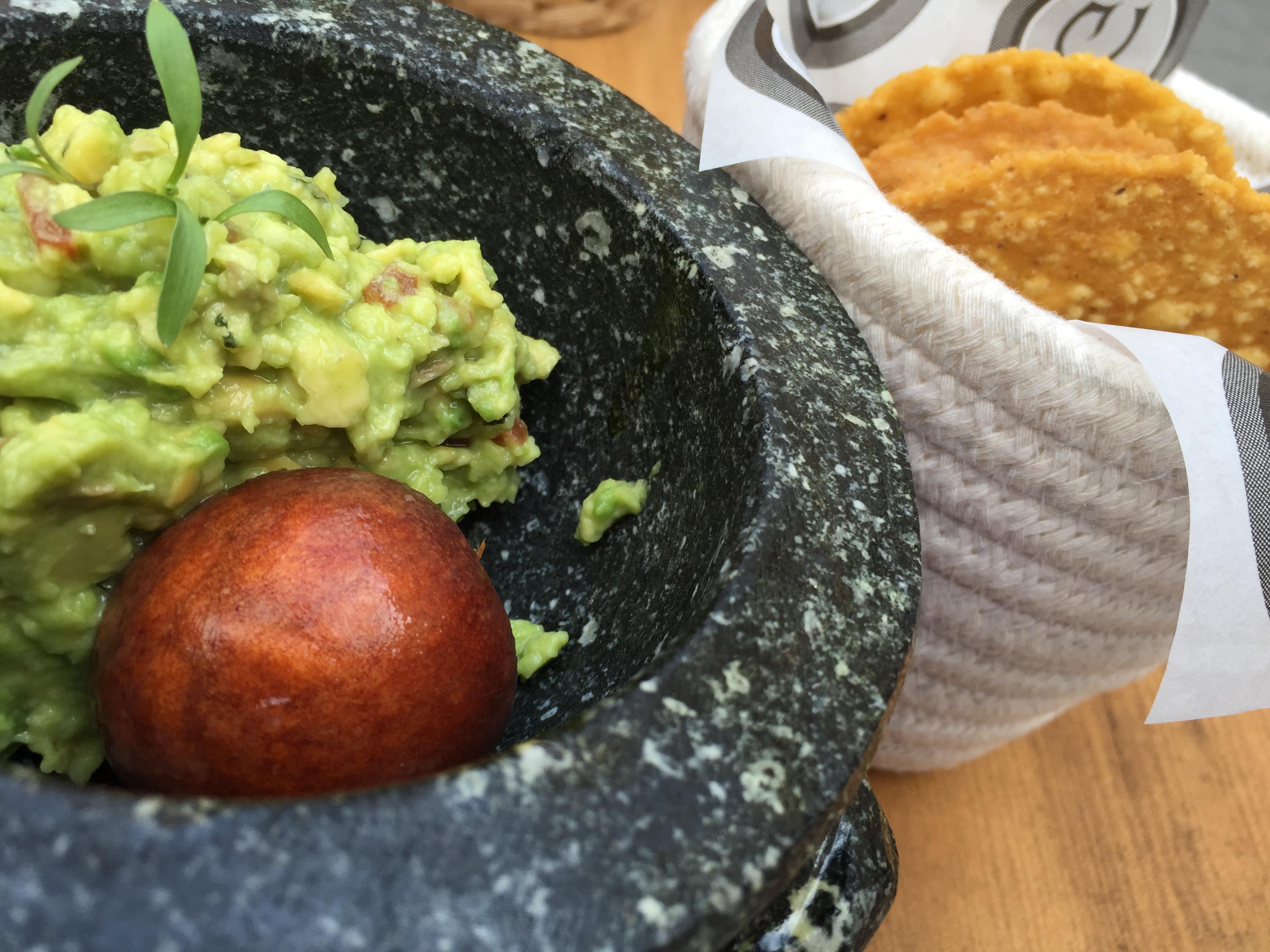 Restaurante Garabato Guacamole con totopos caseros