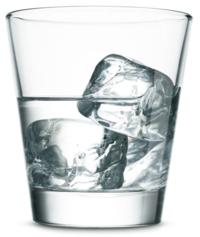 Vaso de vodka con hielo