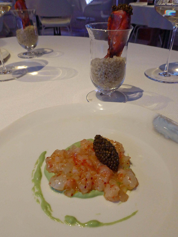 Restaurante Alkimia Tàrtar d'escamarlans, gamba i peix (llobarro). Caviar Beluga i bocatto di cardinale