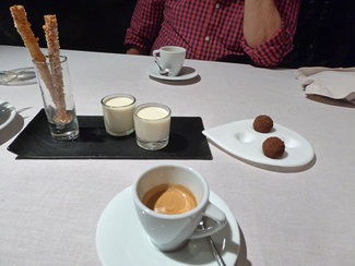 Cafés y petits-fours