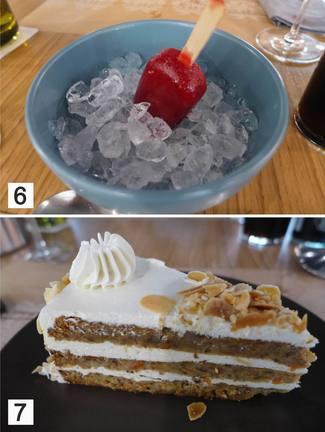 Helado de frambuesa y tarta de zanahoria