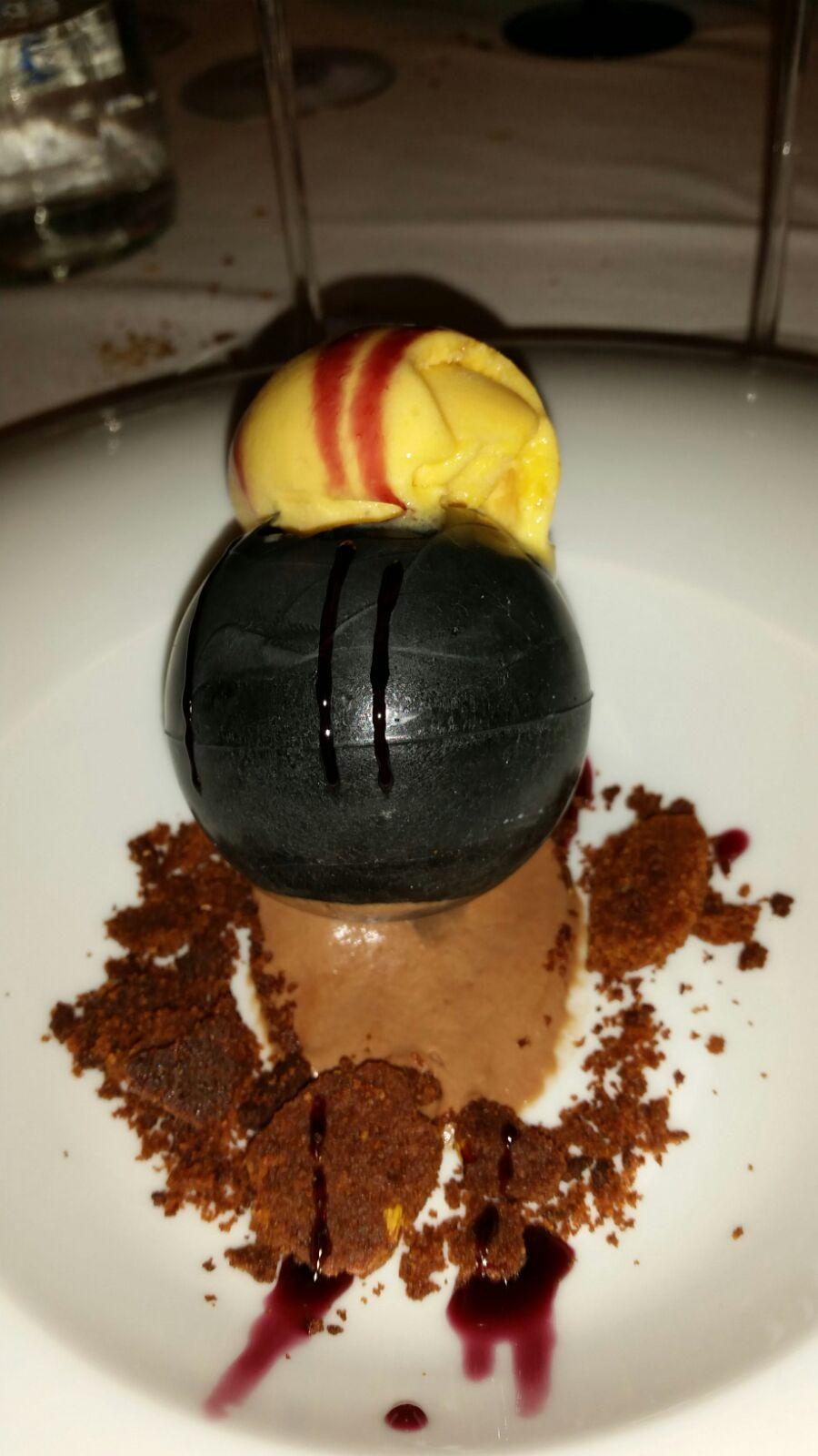 Bodega Cigaleña en Santander Esfera de coco y chocolate