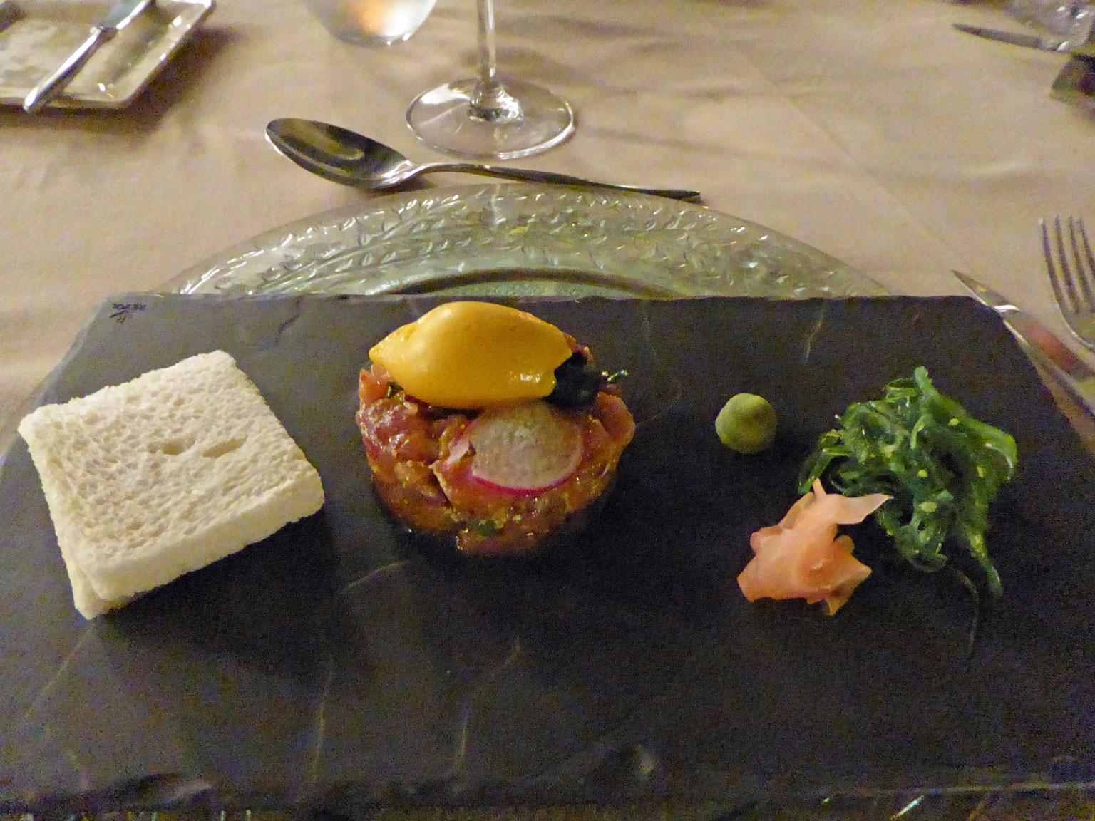 Restaurante en La Orotava Tartar de atún macerado en mostaza en grano y soja, con sorbete de mango, wasabi y jengibre