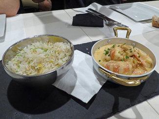 Langostinos al curry rojo y arroz