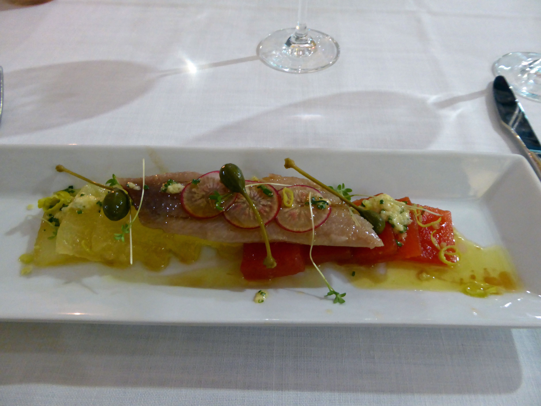 Restaurante Tavella Melón, sandia y sardina ahumada con encurtidos