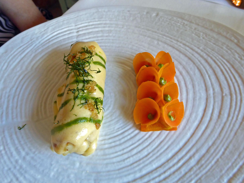 Restaurante en Valencia Raya, holandesa, coulis de estragón y zanahoria en texturas