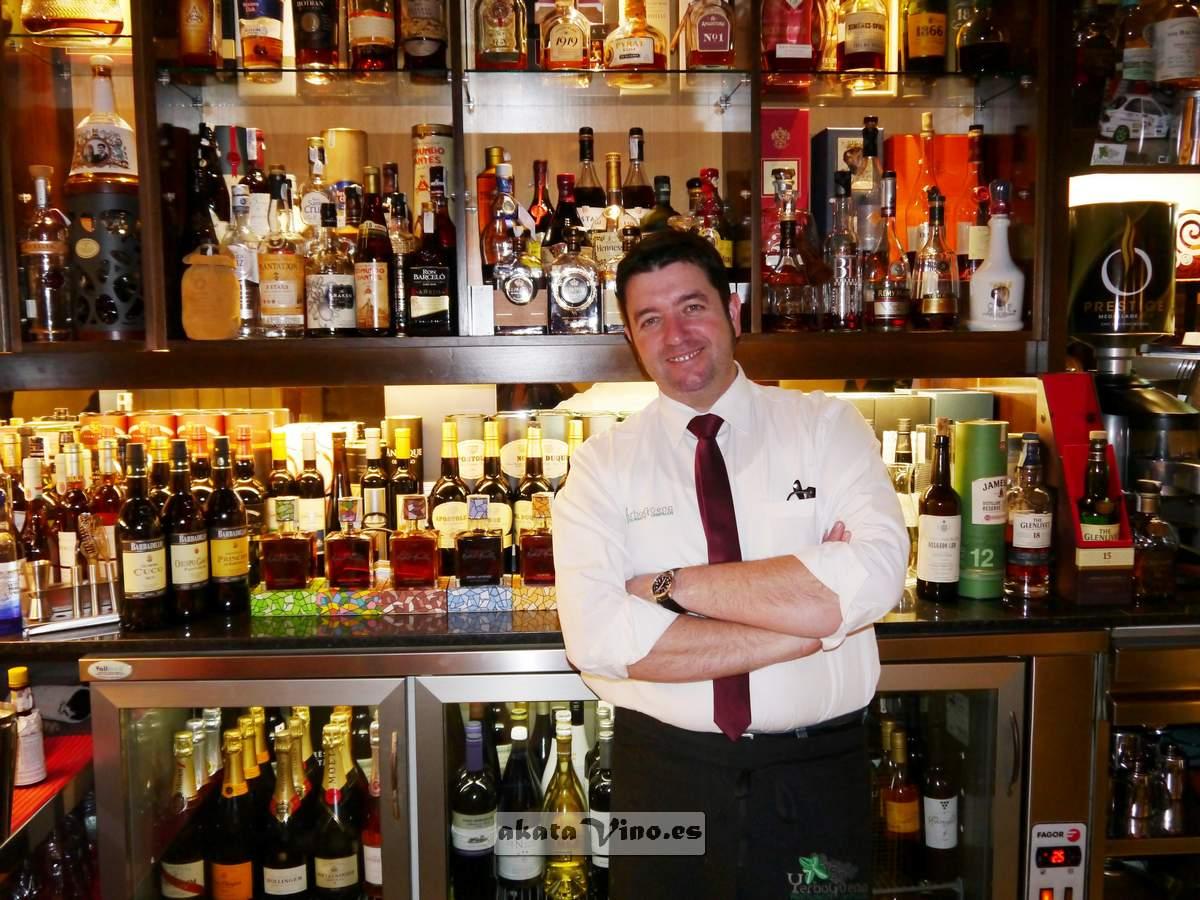 Restaurante Yerbagüena Javier Carmona sumiller y propietario
