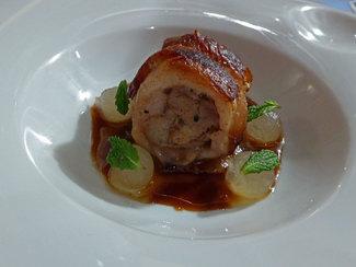 Carré de ternasco con melón, foie-gras y hojas de menta