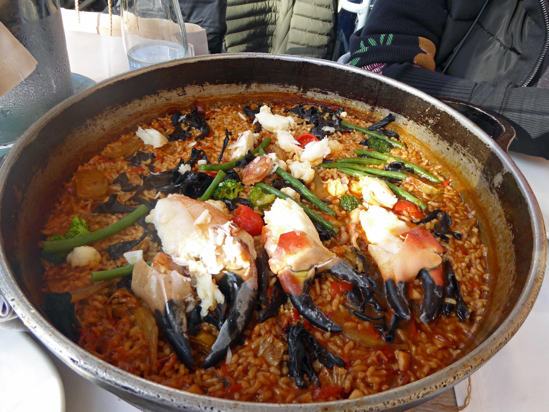La mar Salada Arroz de buey de mar con trompetas de la muerte, calamares y verduras ecológicas