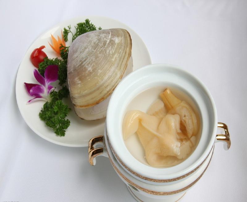 Almejas en sopa de pollo