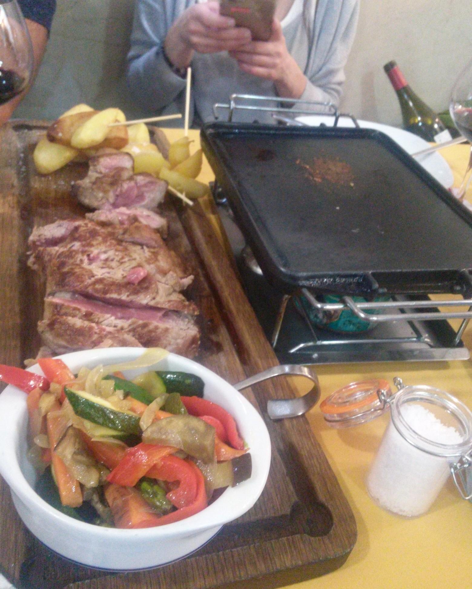 Excelente carne gallega a la piedra en O' Peregrino Bizarro, comida 25 febrero, postcata Jerez