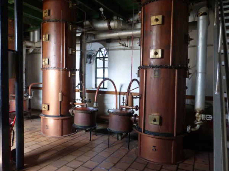 Columnas de cobre de destilación en Osborne, Tomelloso