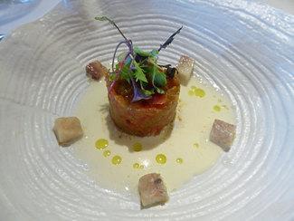 """Steak vegetal, anguila ahumada del Delta """"Roset"""" y crema de anguila"""