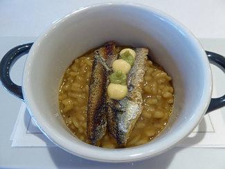Arroz cremoso de sardinas a la brasa, romesco de limchi, y cremoso de aguacate