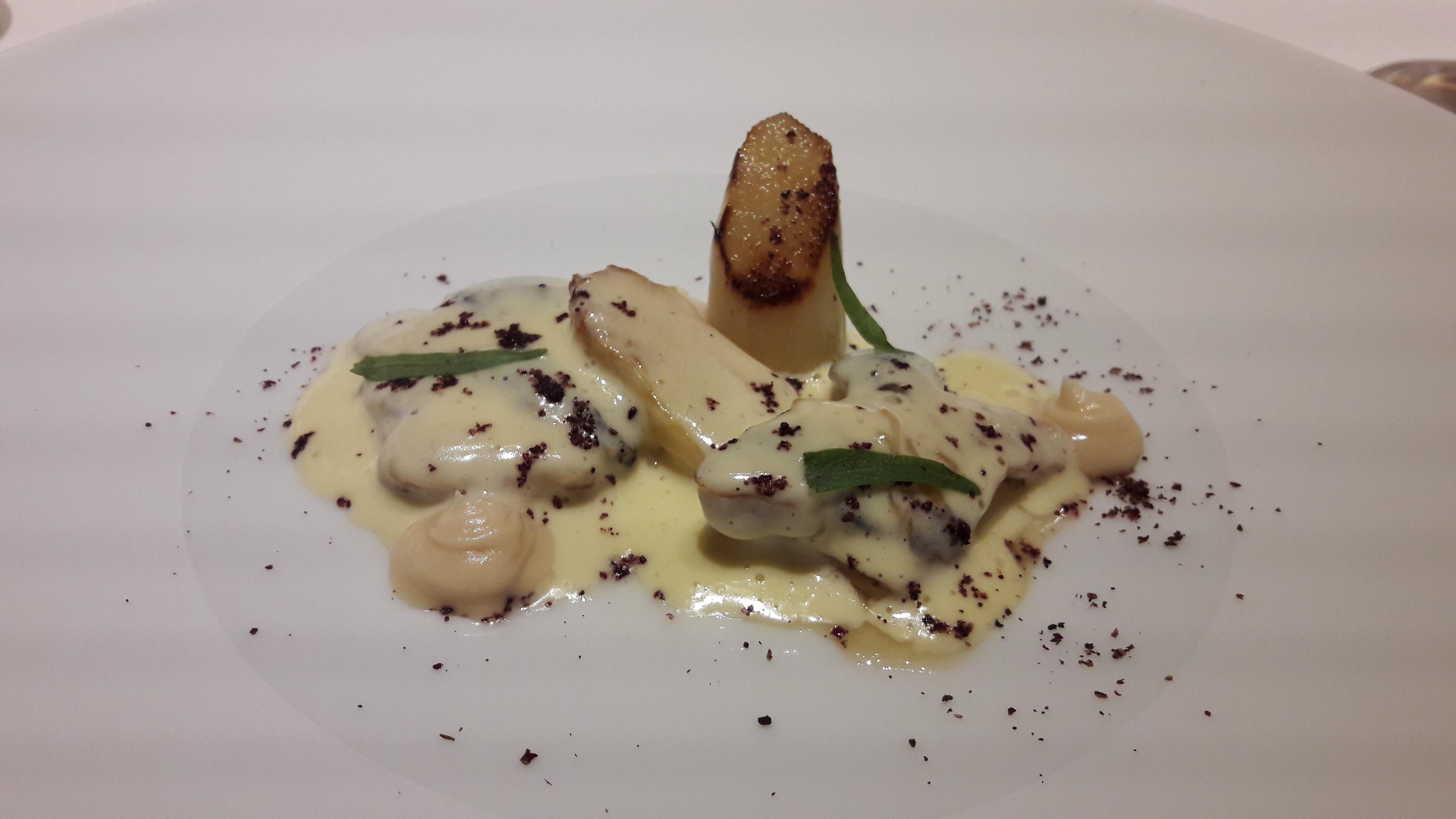 Restaurante en Valencia Cocochas, espárragos blancos, holandesa de merluza y levadura