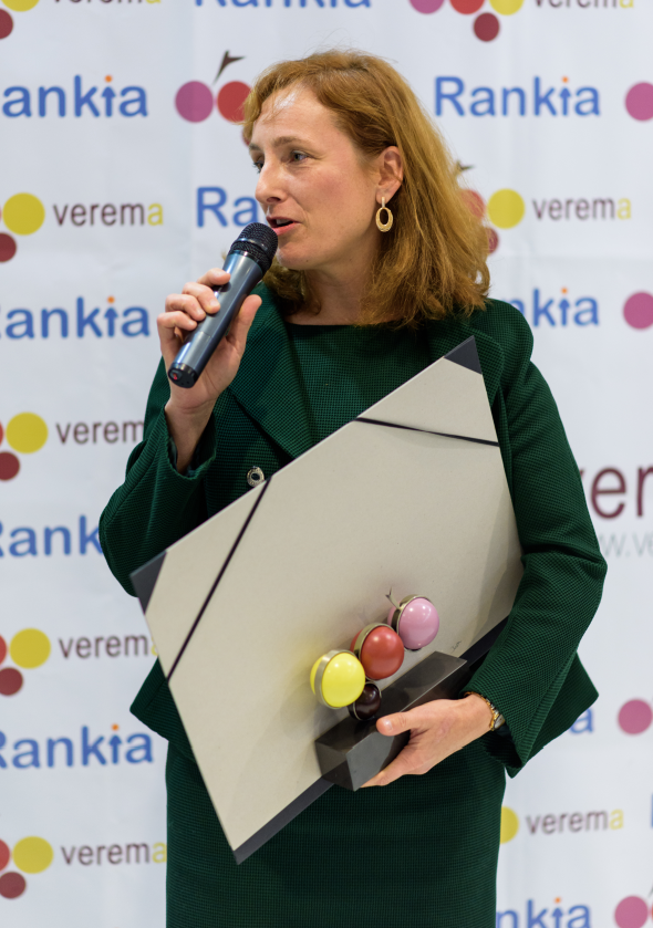 Mireia Torres con el Premio Verema al Personaje del mundo del Vino 2016