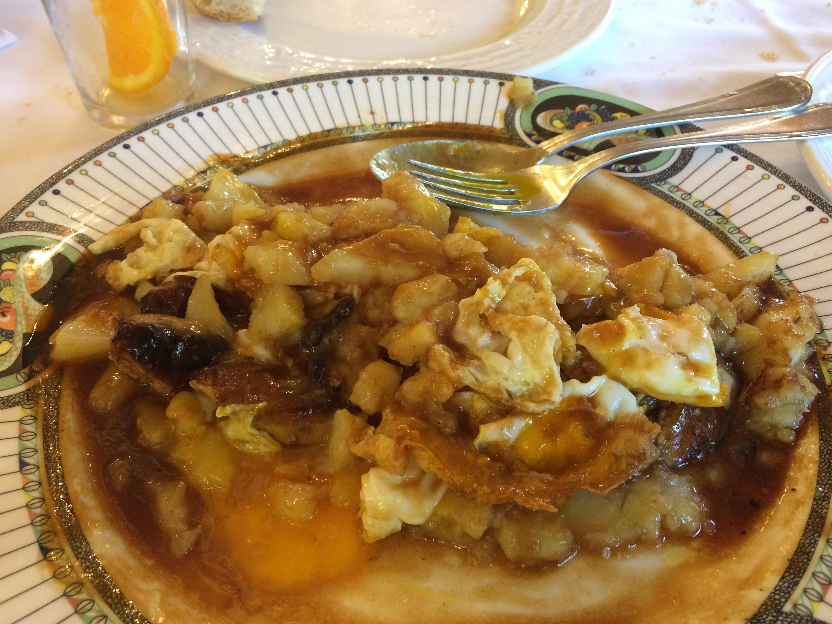 Las Piscinas en Villacarriedo Huevos rotos con patatas y foie frito