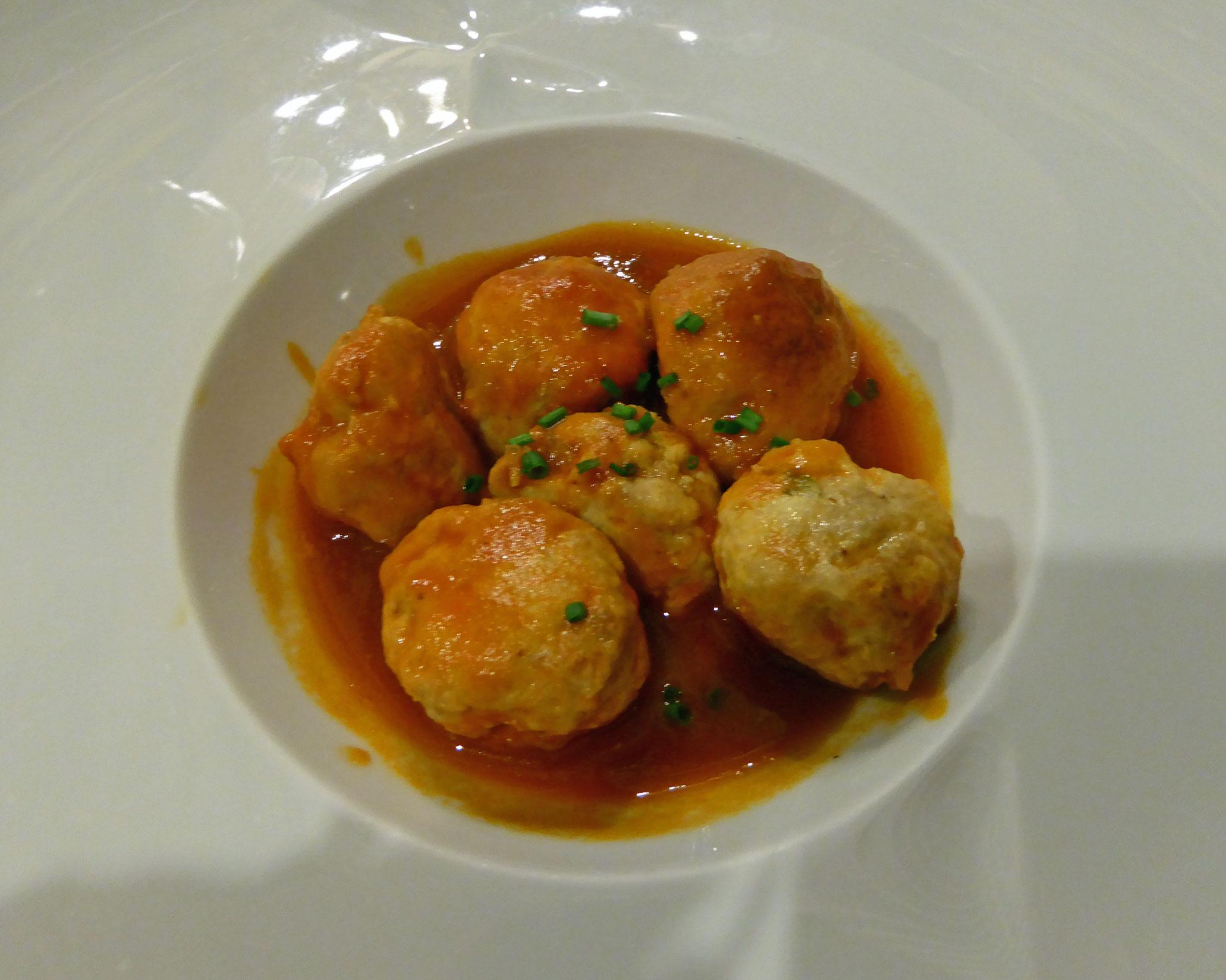 Restaurante Bodega Cigaleña Albondigas de bonito con salsa calabresa