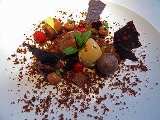 Postre : Textura de chocolate y helado de café