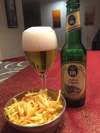 La cerveza con las chips