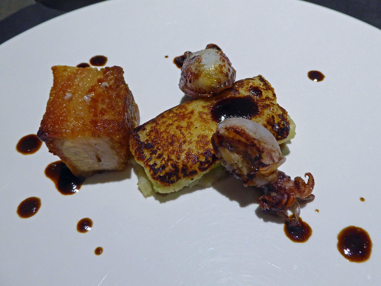 Restaurante Els Casals Pastel de patata y puerro confitado con sepias pequeñas y panceta