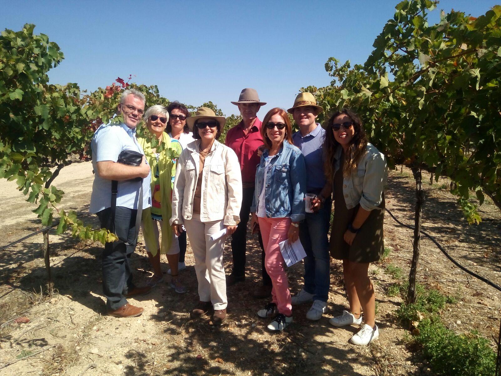 Foto grupo en el viñedo