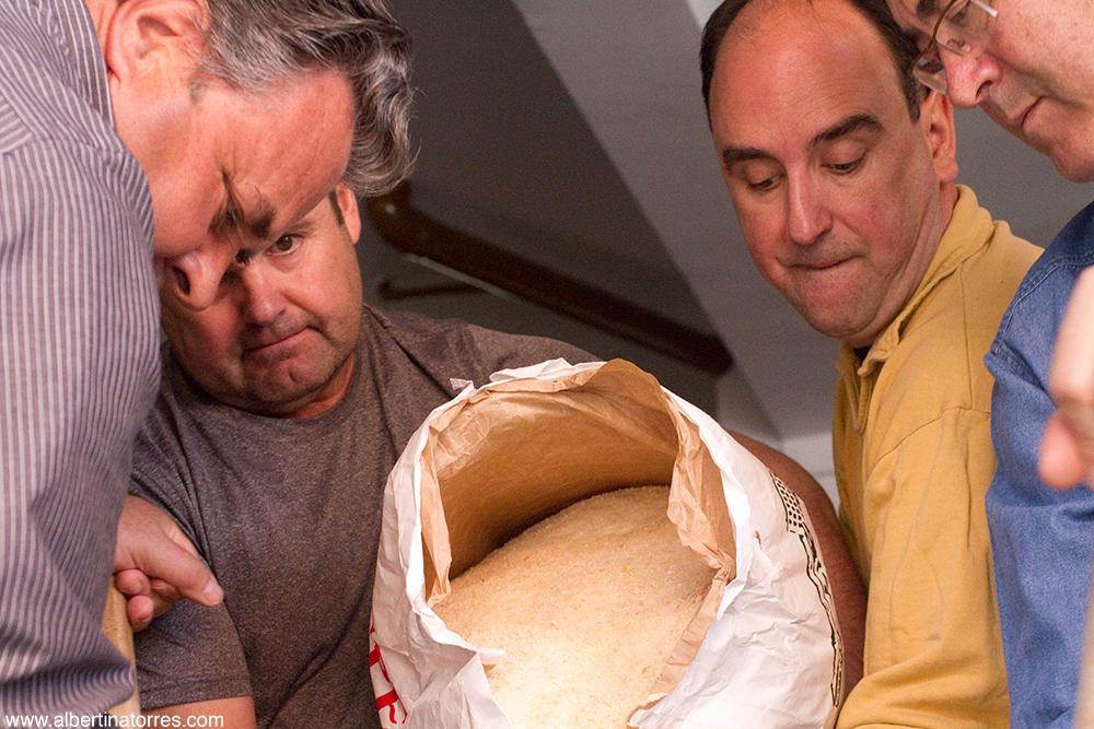 Echando el pan rallado