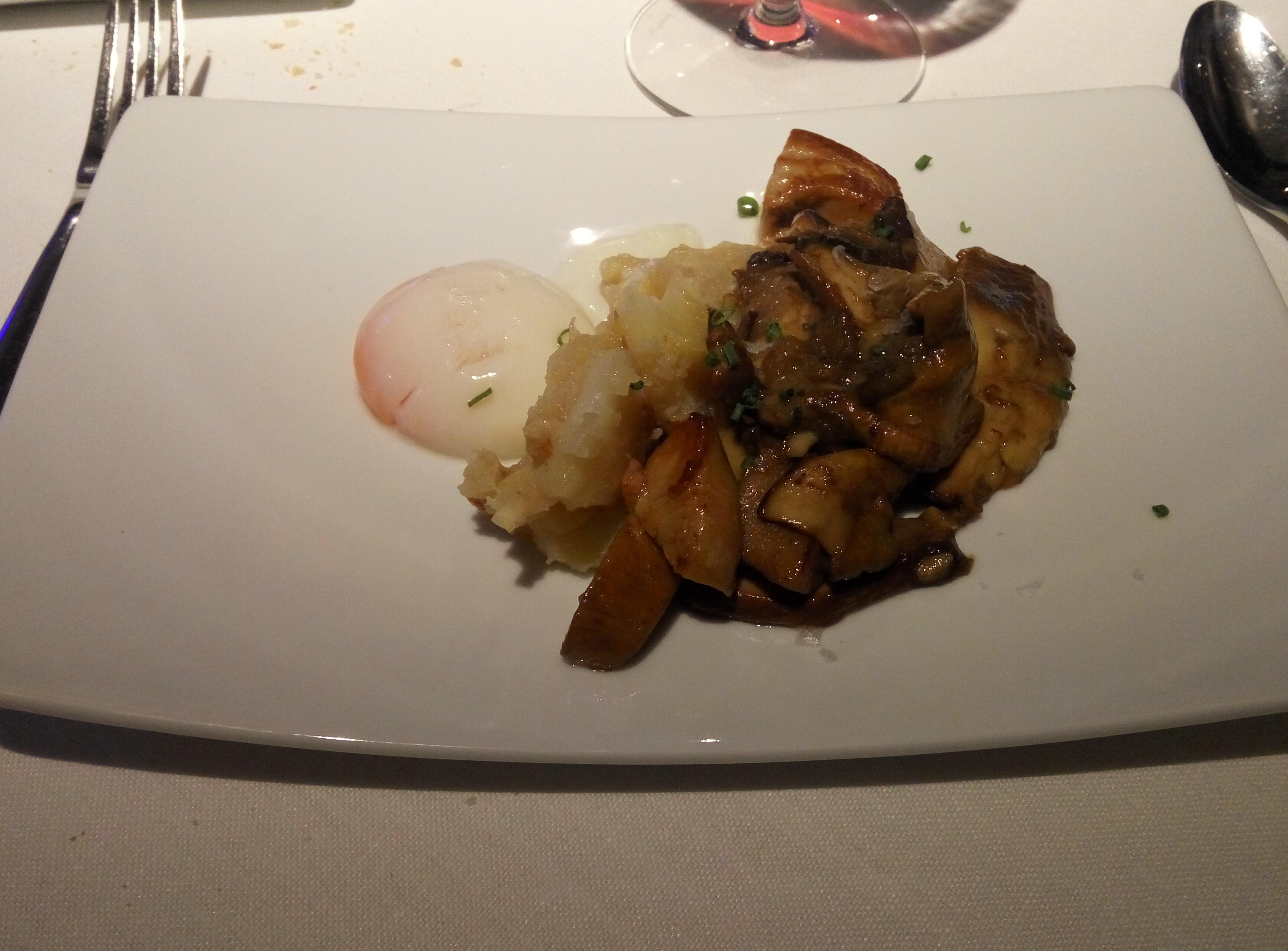 Restaurante Hotel Restaurante Jaizkibel Hongo fresco con patata, huevo y foie