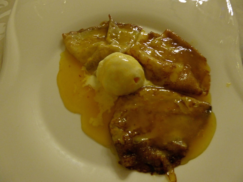 Cau Faluga Crêpe suzette ( Caramelo caliente de naranja) con helado de vainilla