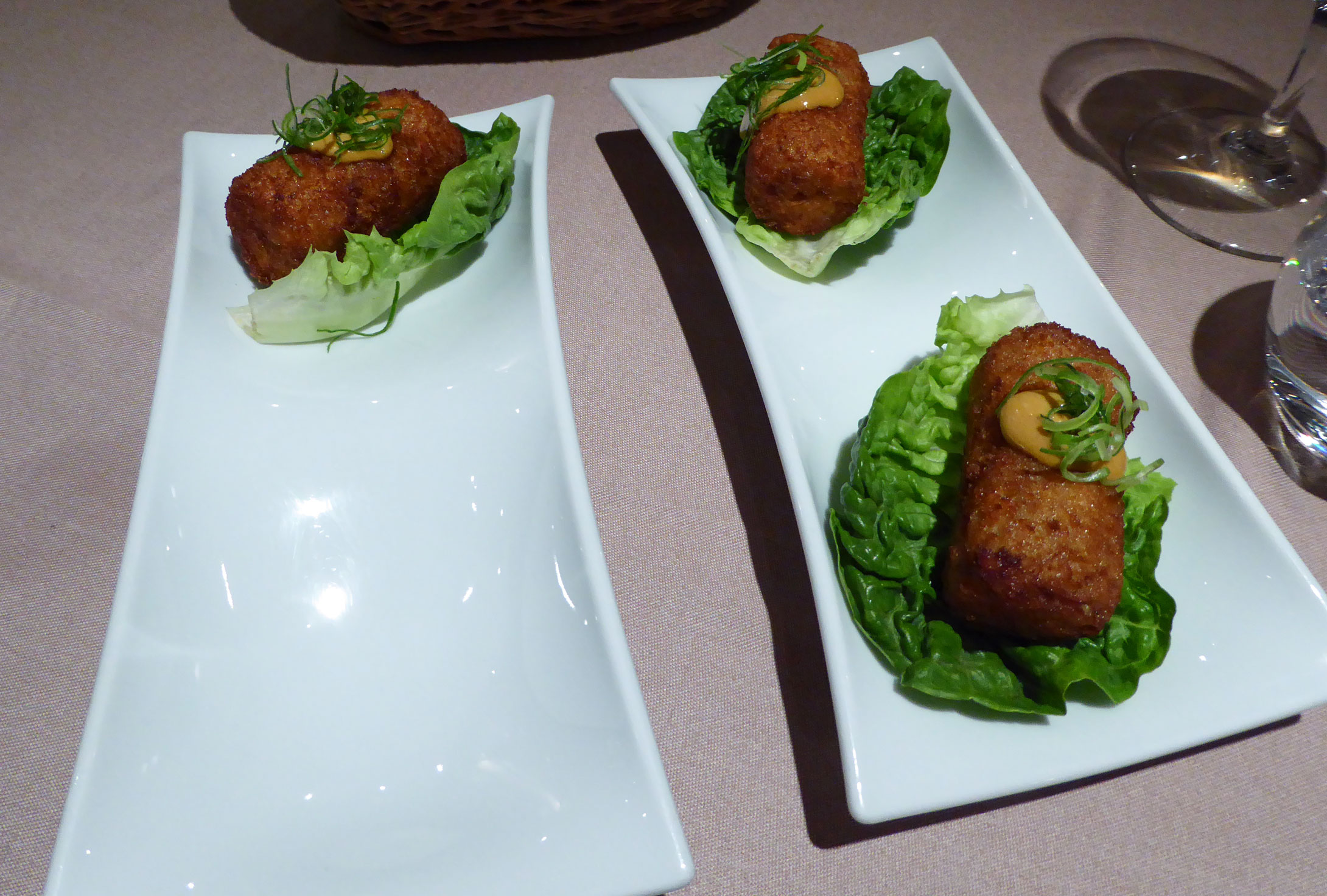 Restaurante Topik Ssäm de croqueta de pollo tandoori