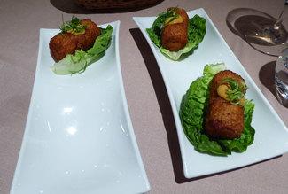 Ssäm de croqueta de pollo tandoori
