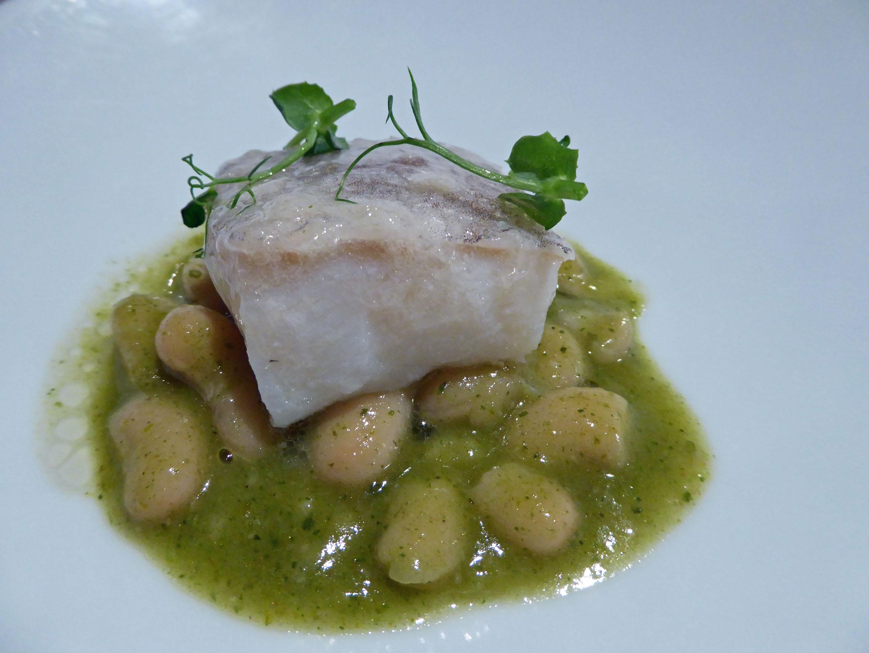 """Restaurante en Barcelona Bacalao con judias del """"ganxet"""" y curry verde"""