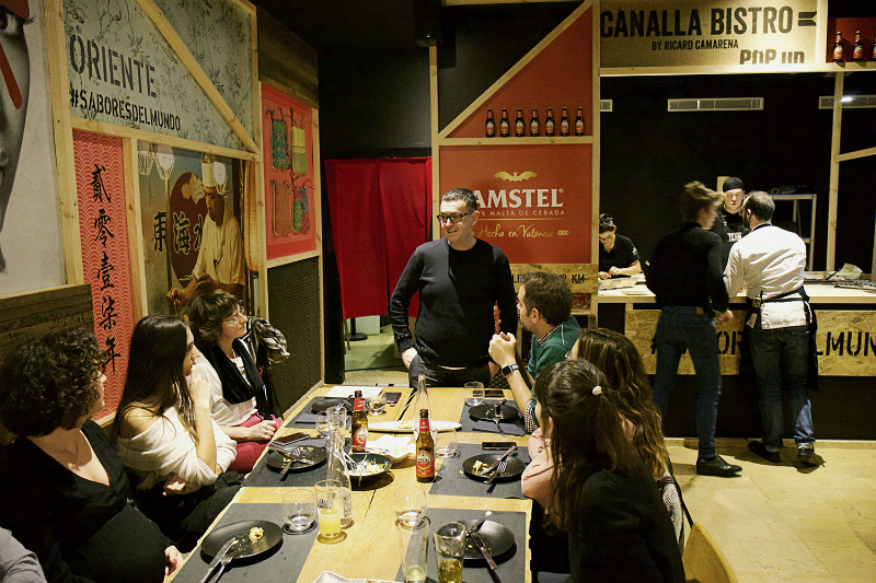 Ricard Camarena y algunos de los invitados a la presentacion