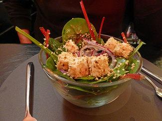 Ensalada de espinaca verde, roja, cebolla y queso feta (2006)