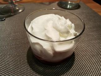 Mousse de yogurt con frutos rojos