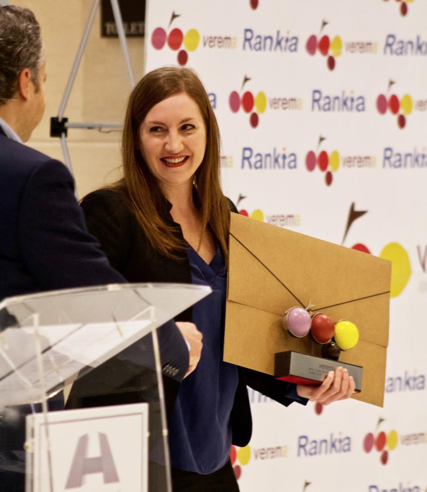 Audrey Doré recogiendo el Premio Verema al Mejor Sumiller del año