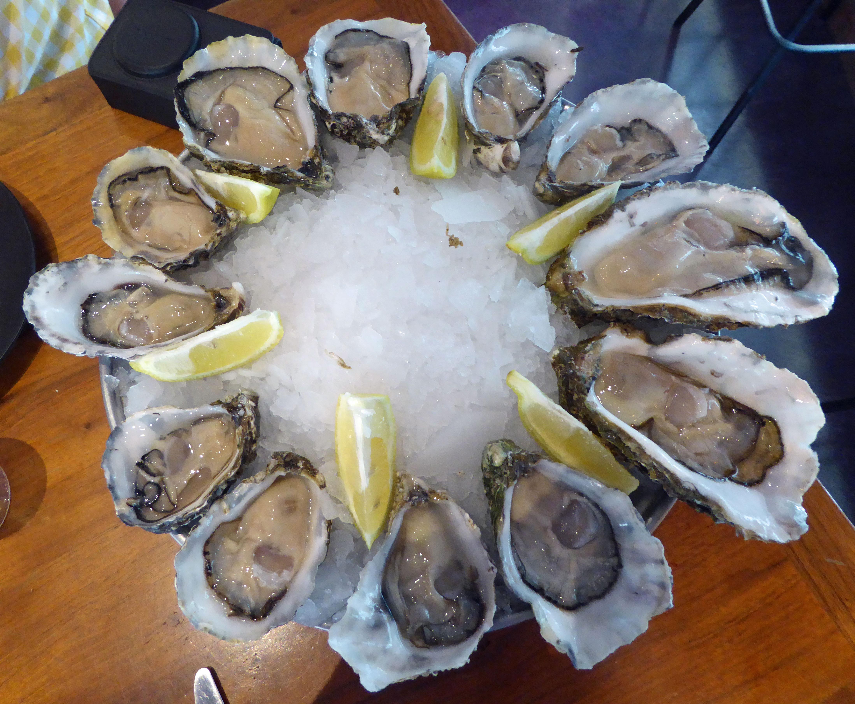 Restaurante en Barcelona Una docena de diferentes ostras