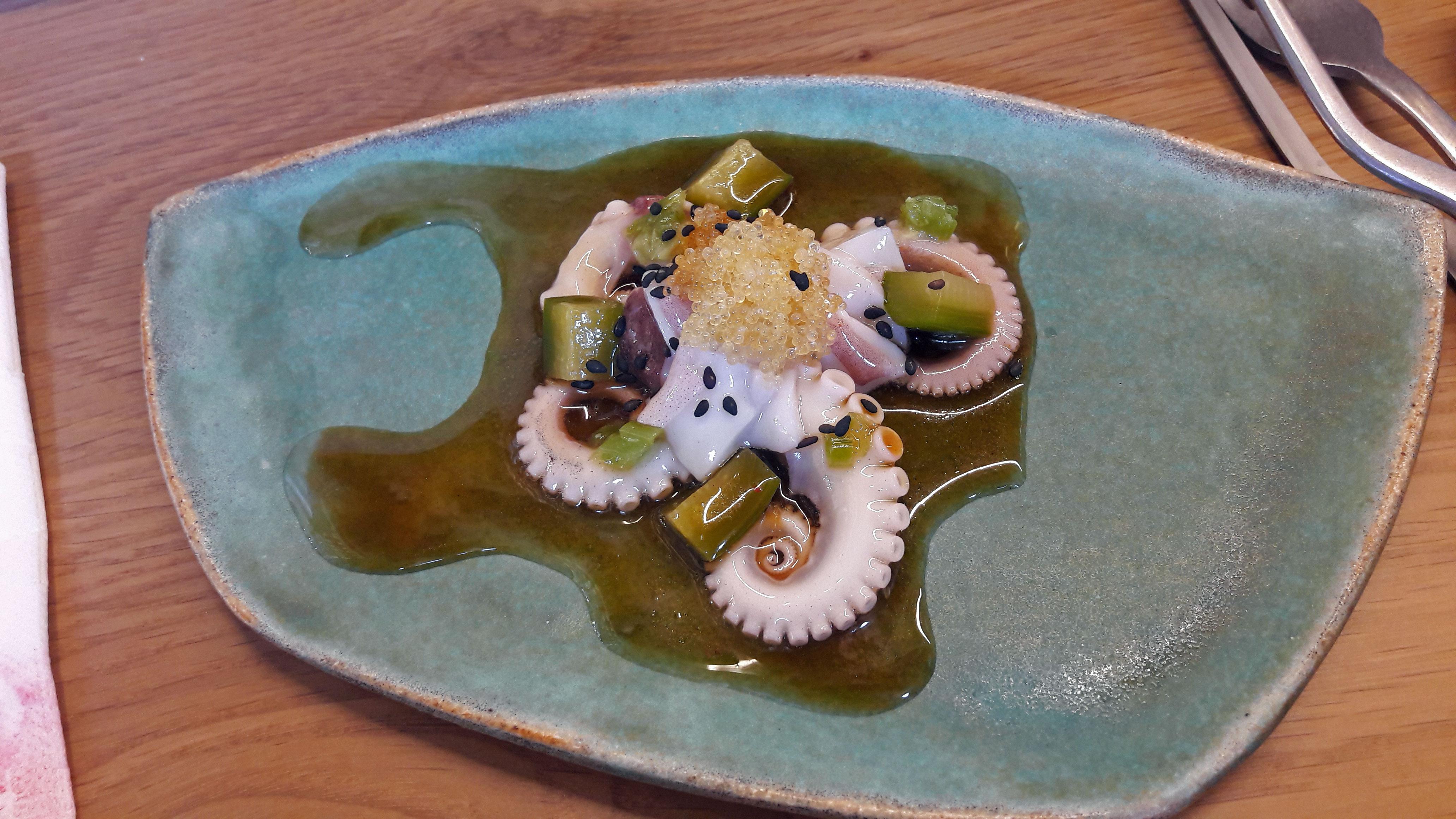 Direkte Boqueria en Barcelona Ensalada de pepino y pulpo encurtido Tsukiji