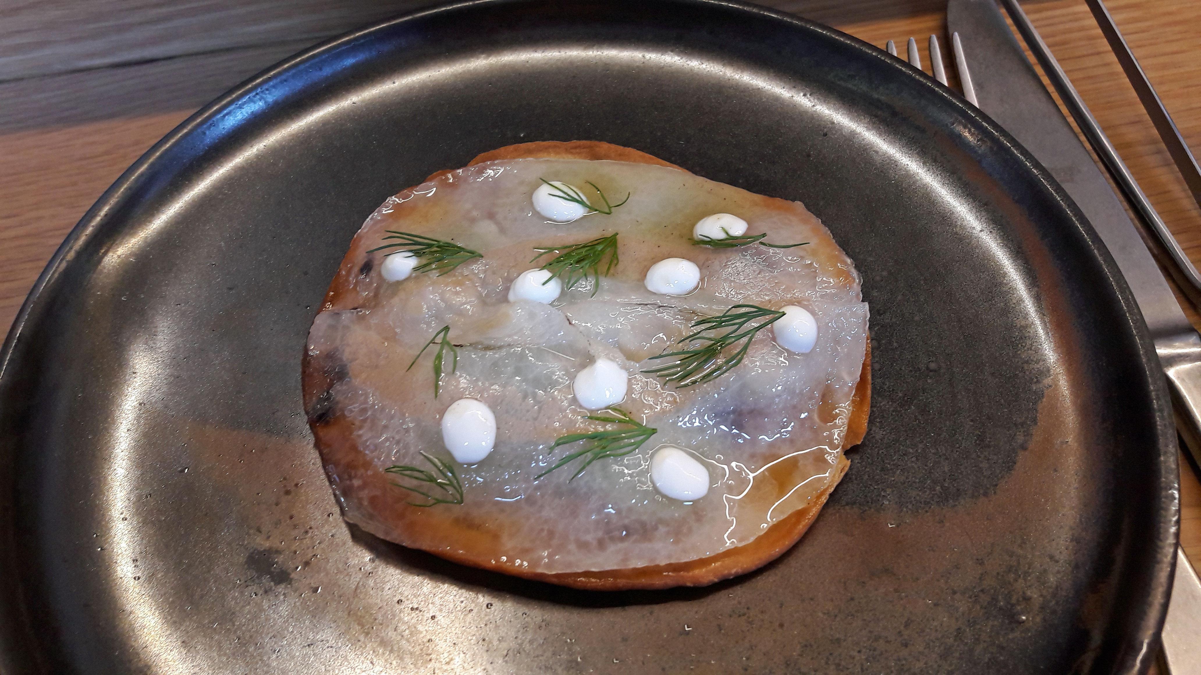 Restaurante Direkte Boqueria Coca de cebolla, papada ibérica y sardina ahumada