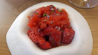 Fresas y fresones del Maresme en escabeche de vinagre de sisho y sake