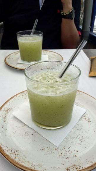 Granizado de manzana verde con menta, cilantro y ginebra